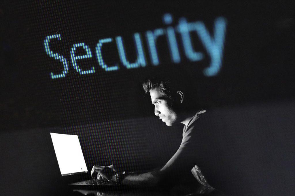 Jak bezpiecznie przechowywać dokumenty i akta?