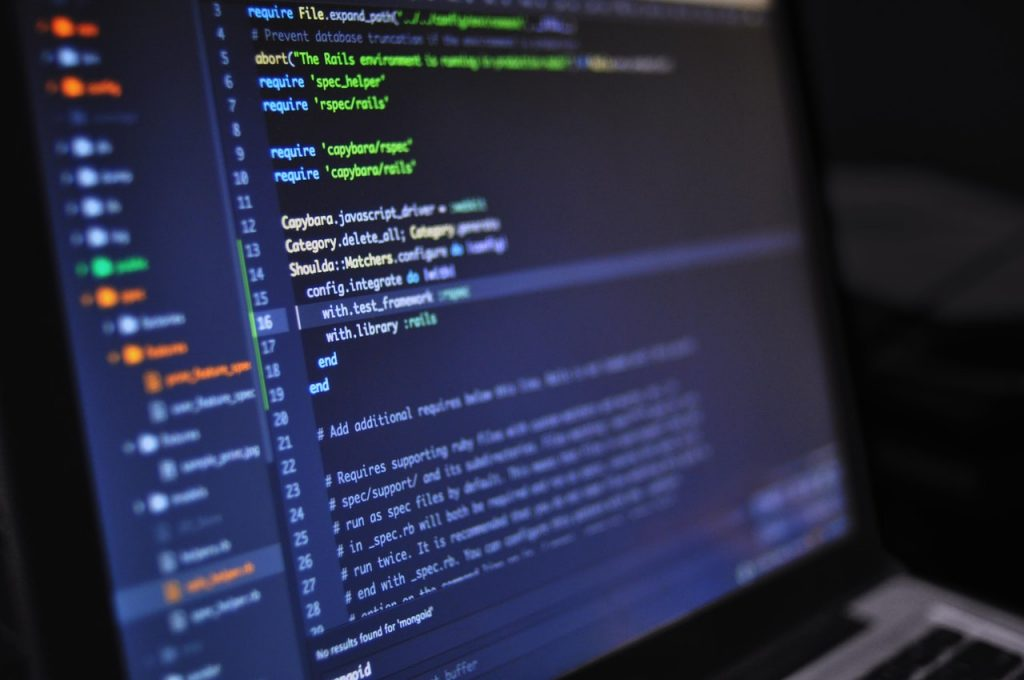 Czym różni się hosting shared od VPS-a