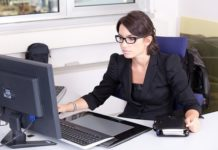 sekretarka w biurze rachunkowym
